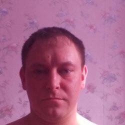 Молодой парень ищет девушку/женщину для интимных встреч в Москве