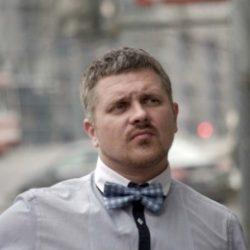 Я молодой и сильный парень. Ищу девушку либо женщину в Москве, которая научит меня трахаться!