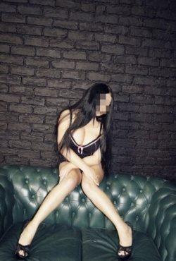 Молодая сексуальная девушка познакомится с мужчиной для интим встреч и взаимных наслаждений в Москве