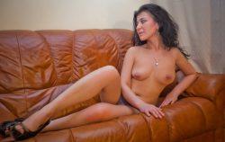 Милашка с прекрасной грудью нуждается в ласке, ищет мужчину для секса в Москве
